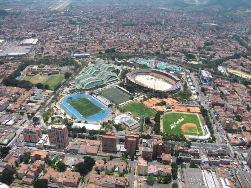 Atanacio_girardot_antes_de_la_apertura_de_los_juegos